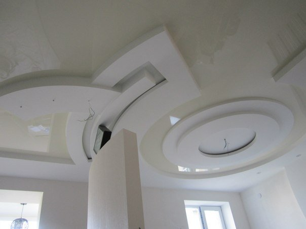 глянцевый натяжной потолок  (3)