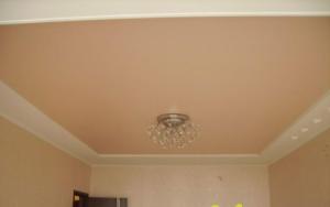 натяжной потолок бежевого цвета