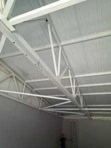 натяжные потолки в офисе установка