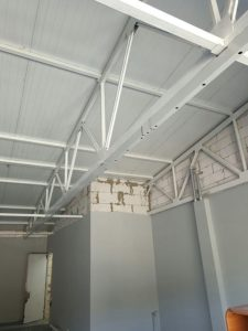 натяжной потолок в офис монтаж